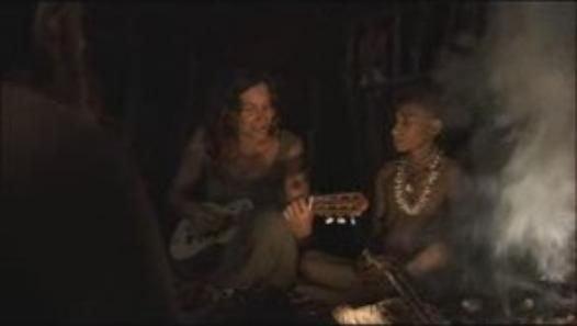 Extrait vidéo d'un beau moment de partage en musique toute en émotion entre Zazie et la tribu des Korowai