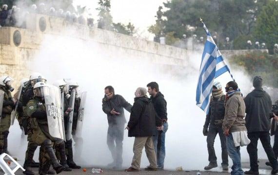 Affrontements entre manifestants et policiers à Athènes le 12 février 2012 (CHINE NOUVELLE/SIPA).